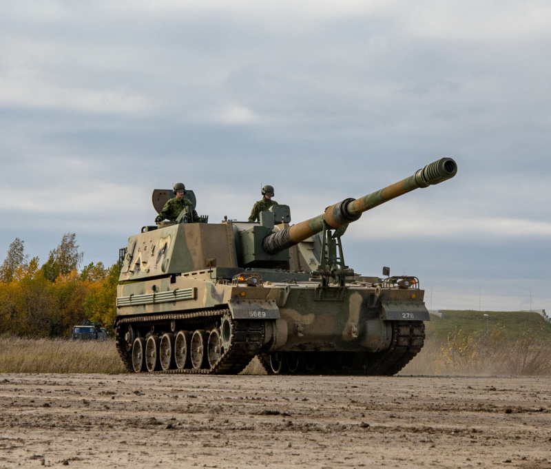 The Estonian Defense Forces have taken delivery of the first two of 18 K9 Kou 155mm self-propelled howitzers that it bought second-hand from South Korea. Deliveries are due to be completed in three years. (Estonian DF photo)